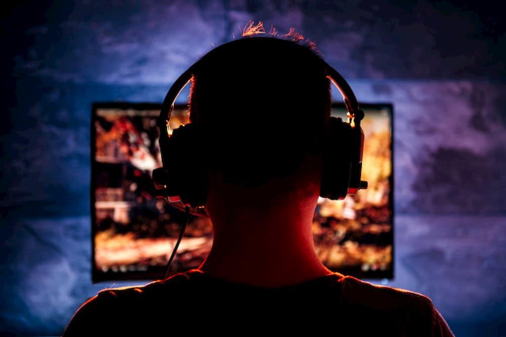 pessoa-jogando-videogame